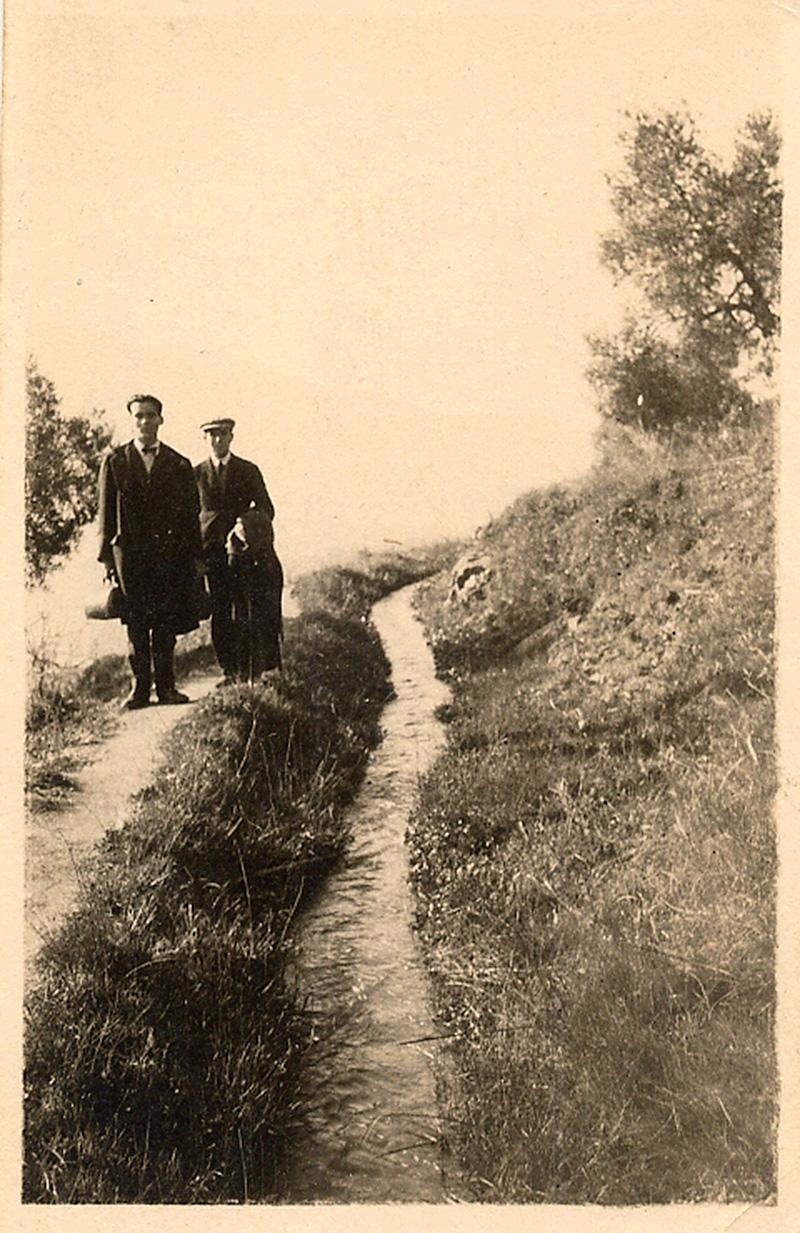 Federico García Lorca durante un paseo por la Alpujarra.