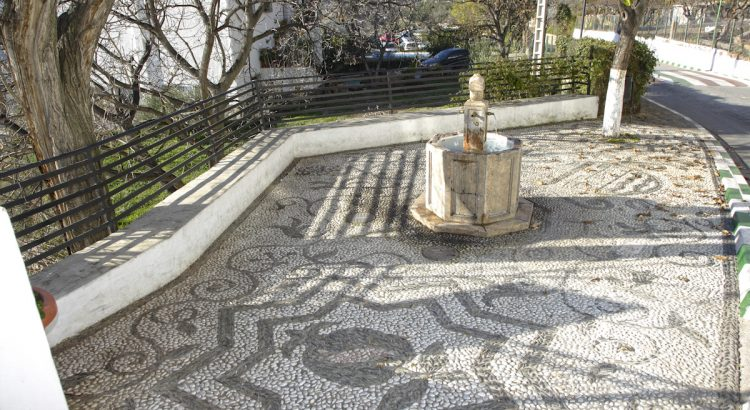 Square with a fountain in the village of Cáñar in the Alpujarra.