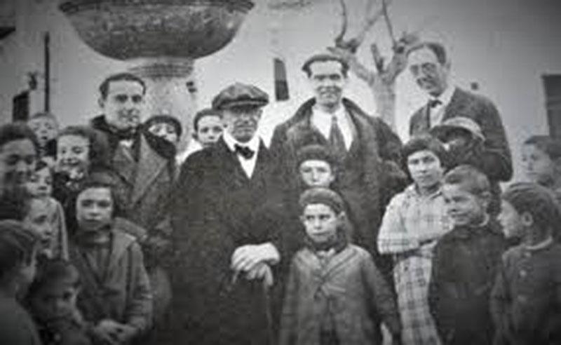 Lorca acompañado de Falla y otros amigos, en Órgiva en 1926.