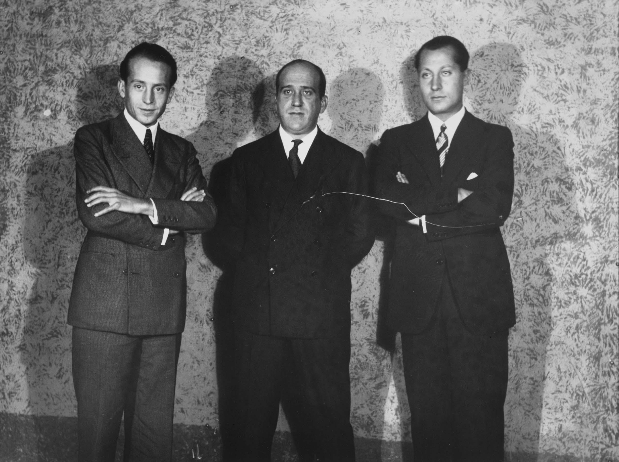 From left to right, Alfonso García Valdecasas, Julio Ruiz de Alda and José Antonio Primo de Rivera, at the Teatro de la Comedia in Madrid, during the founding act of the Spanish Falangist party. Photo: Alfonso Sánchez Portela. Reina Sofía National Art Museum.