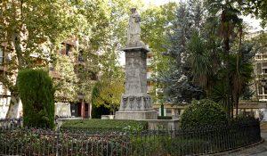 Escultura de Mariana Pineda en la plaza que lleva su nombre en el centro de Granada.