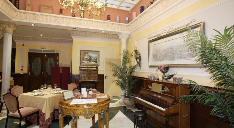 Antigua casa de los Rosales, amigos de Federico García Lorca, donde pasó sus últimos días antes de ser detenido. Federico ocupó una habitación de la segunda planta. Actualmente el edificio es un hotel.