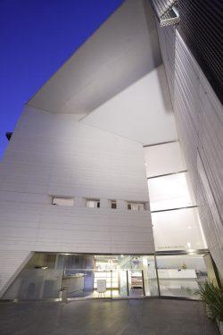 Exterior del Centro Federico García Lorca en plaza la Romanilla, Granada.