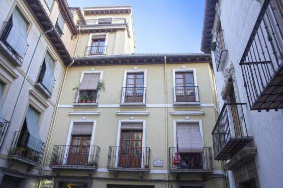 Plaza Castillejos, 3. In this building was located the private school of the Sagrado Corazón de Jesús, where García Lorca studied.