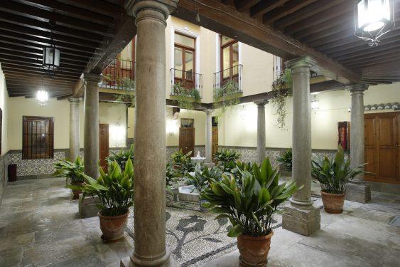 Castillejos Square, 3. This building housed the private school of the Sagrado Corazón de Jesús where Federico García Lorca studied.