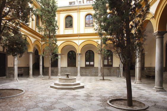 Patio de la Facultad de Derecho de Granada, donde estudió Federico García Lorca.