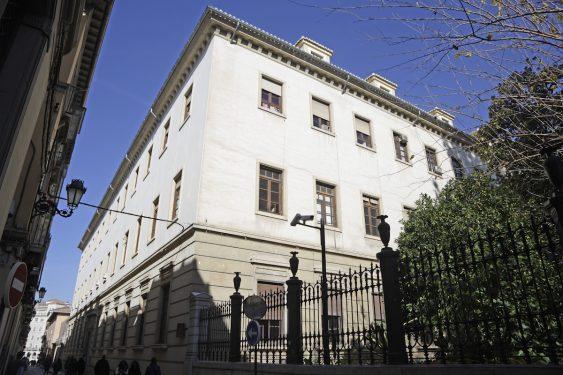 Acceso por calle Duquesa a la Facultad de Derecho, donde estaba el Gobierno Civil de Granada en 1936.