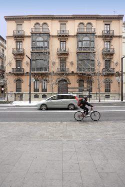Fachada del inmueble de Gran Vía, 34 de Granada, donde habitó la familia de Federico García Lorca.