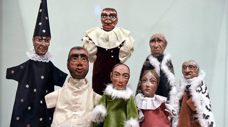 Puppets by Hermenegildo Lanz shown in an exhibition organized by the Provincial Council of Granada.