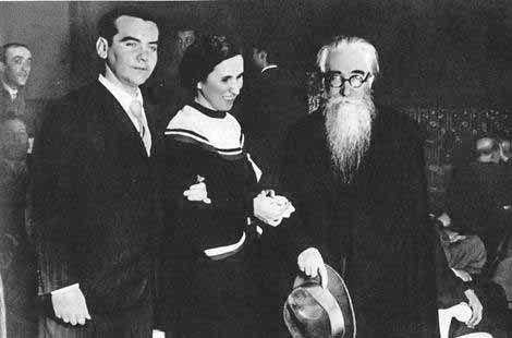 Lorca, Pura Maortua de Ucelay and Valle-Inclán in the preview of 'Yerma', Madrid, 1934.