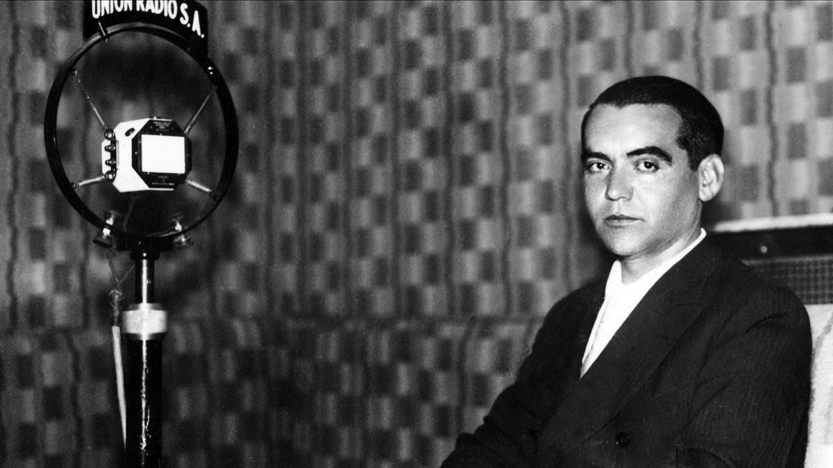 Federico García Lorca ante los micrófonos de Radio Unión, 1929. / Foto: Fundación FGL