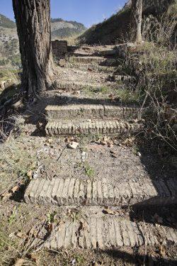 Restos de las escaleras de acceso a La Colonia.