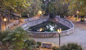 Fuente de Aynadamar o de las Lágrimas, en Alfacar. A través de la acequia del mismo nombre llegaba el agua al Albaicín.