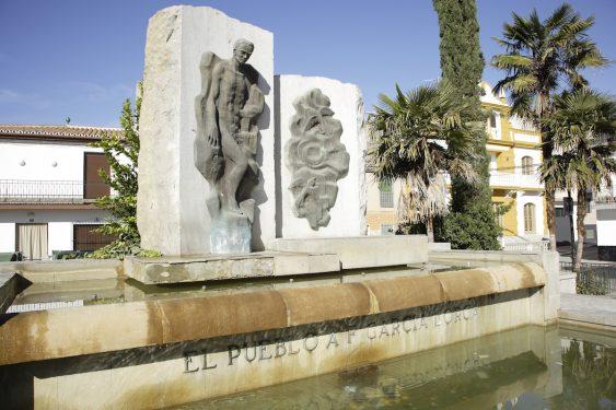 Sculpture of Federico García Lorca located on the Paseo del Prado promenade of Fuente Vaqueros.