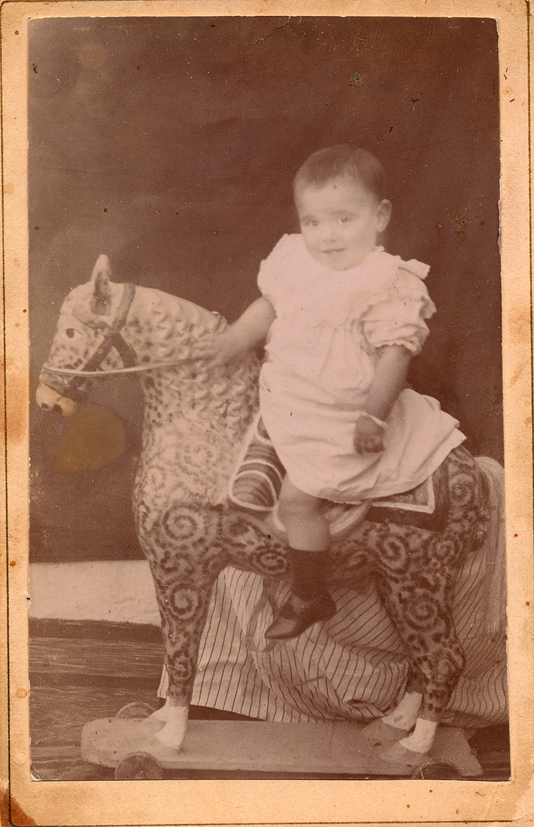 Lorca child in his birthplace in Fuente Vaqueros, on the back of a wooden horse.
