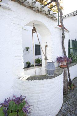 Pozo en el patio de la Casa de la Familia de Federico García Lorca en Valderrubio.