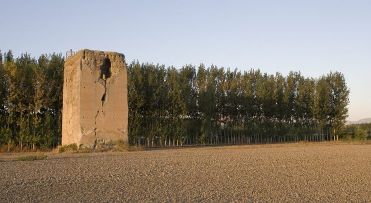 Torre de Romilla, de época nazarí, en la Vega de Granada.