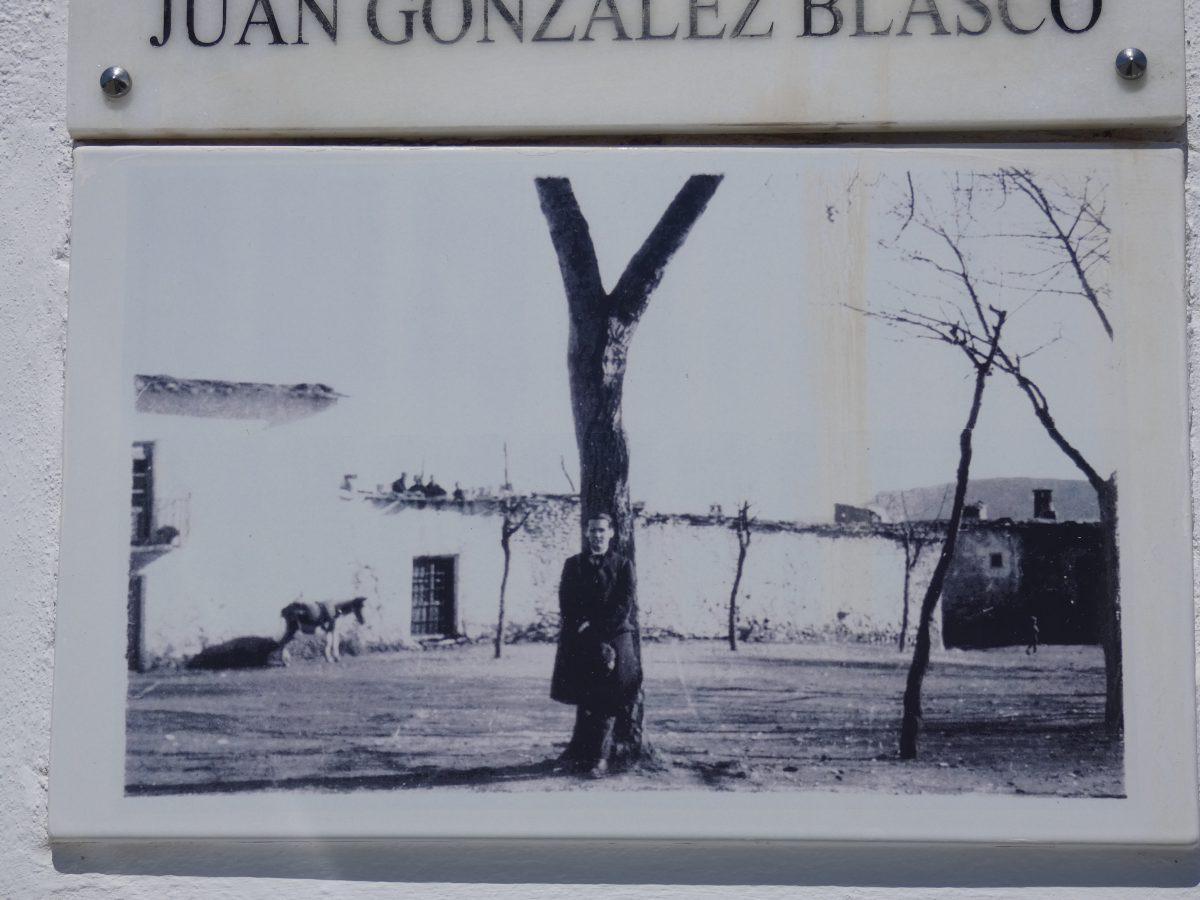 Placa que recuerda la vista de Lorca a Pitres.