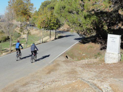 Acceso al Barranco de Víznar desde la carretera de Víznar a Alfacar.