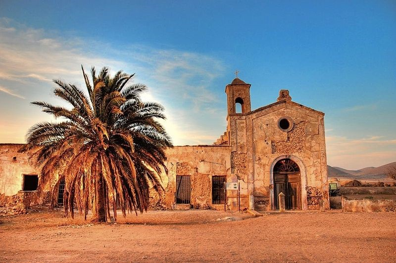 Cortijo del Fraile, Níjar, (Almería), en cuyas proximidades ocurrió el crimen en el que se inspiró Lorca para Bodas de sangre.