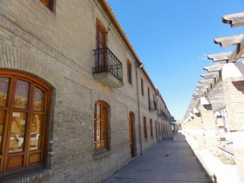 Fachada lateral de acceso al Centro de Estudios Lorquianos de Fuente Vaqueros.