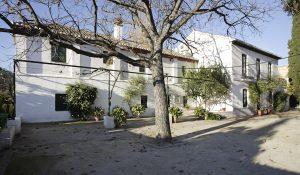 Huerta de San Vicente. A la izquierda la casa de los caseros y a la derecha la casa familiar de Federico García Lorca.