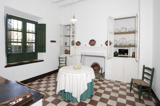 Casa de la Huerta de San Vicente, donde pasaba los veranos la familia de Federico García Lorca. Cocina.
