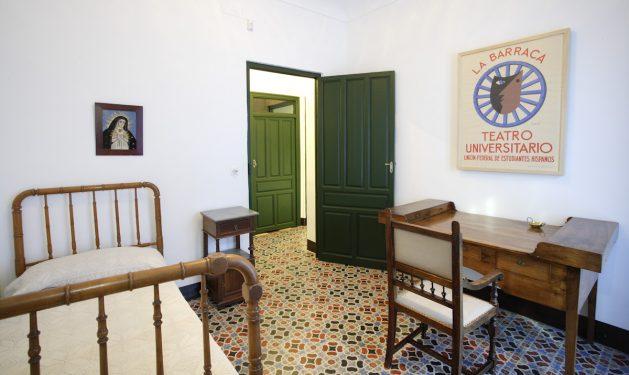 Casa de la Huerta de San Vicente, donde pasaba los veranos la familia de Federico García Lorca. Dormitorio de Federico.
