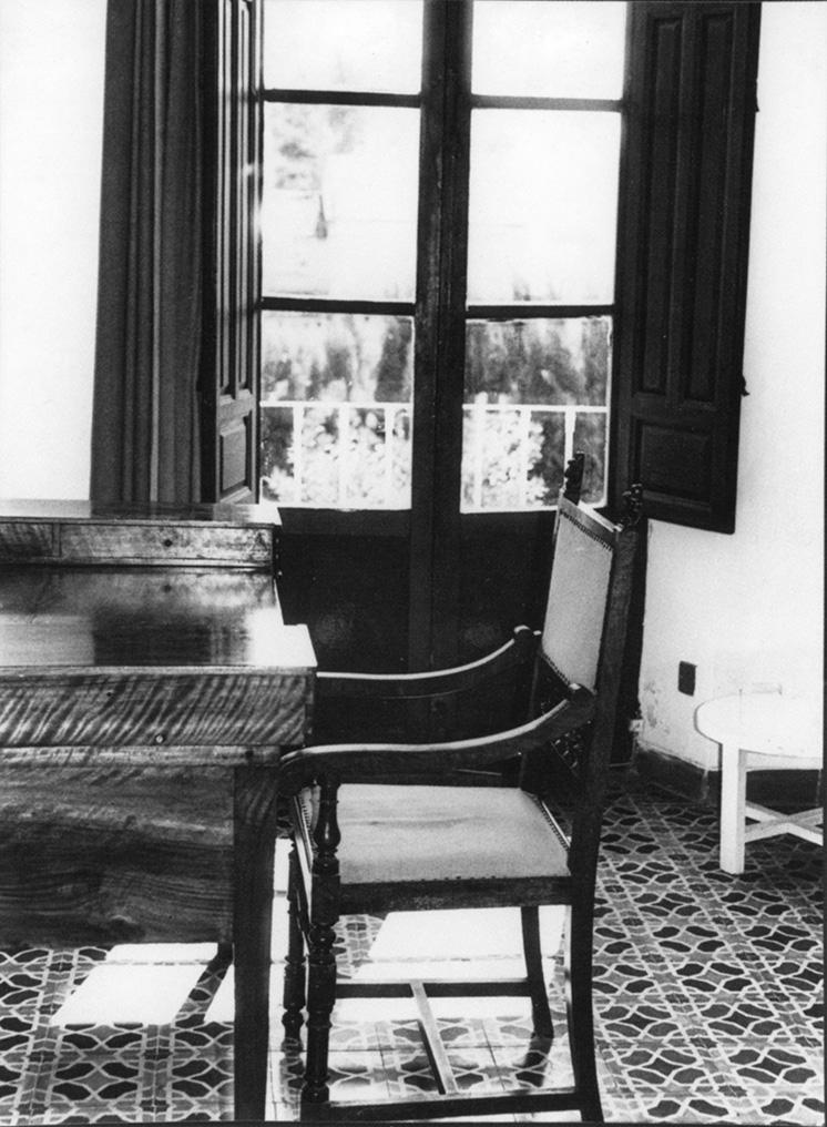 Foto antigua del dormitorio y escritorio de Federico en la Huerta de San Vicente.