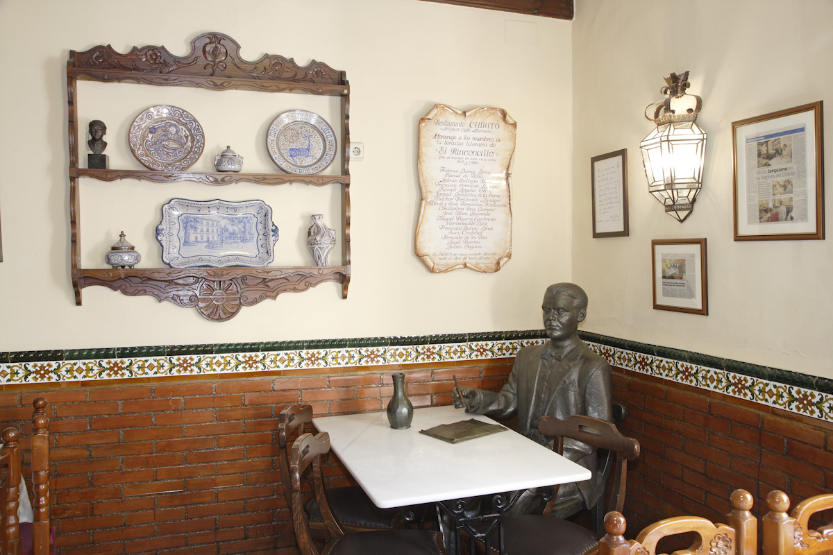 Chikito Restaurant, where the Alameda Café used to be, the meeting venue of El Rinconcillo. Interior with a corner dedicated to Federico García Lorca.