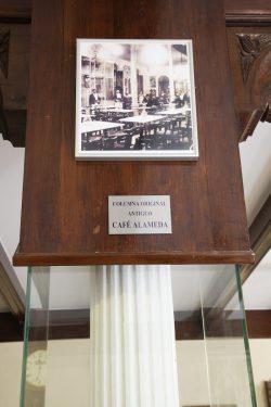 Restaurante Chikito, donde en su día estuvo el Café Alameda, sede de El Rinconcillo. Columna original del antiguo café.