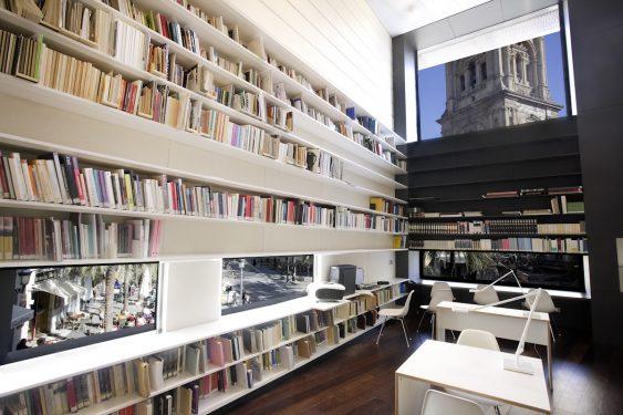 Biblioteca del Centro Federico García Lorca en plaza la Romanilla, Granada.