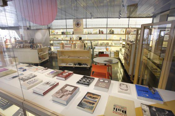 Librería del Centro Federico García Lorca en plaza la Romanilla, Granada.