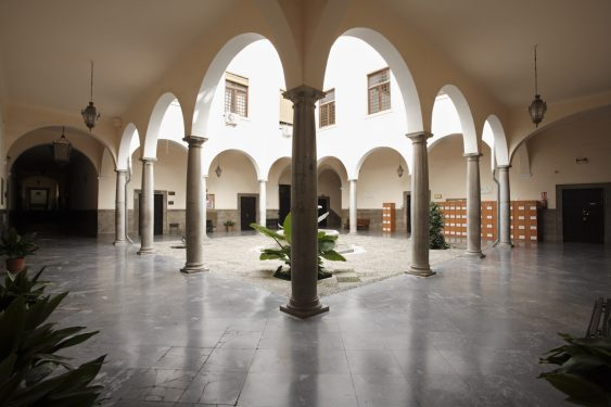 Patio de la Facultad de Derecho, edificio que era la sede del Gobierno Civil de Granada en 1936.