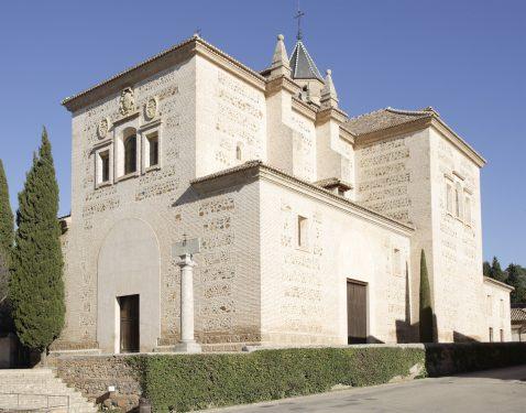Exterior de la iglesia Santa María de la Alhambra, s.XVI y XVII, situada junto al Museo Ángel Barrios, donde estuvo El Polinario.