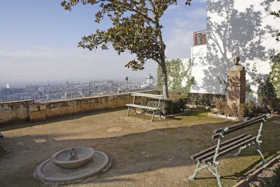 Rincón del jardín del Carmen de la Antequeruela, donde vivió Manuel de Falla entre 1922 y 1939 junto a su hermana María del Carmen.