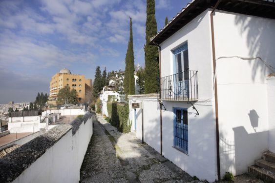 Entrada del Carmen de la Antequeruela, donde vivió Manuel de Falla entre 1922 y 1939 junto a su hermana María del Carmen.