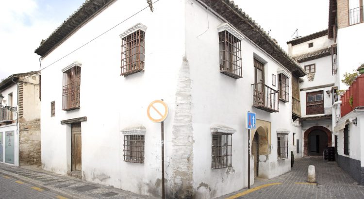 House of the Masks, on Pagés del Albaicín street in Granada, home of the poet Pedro Soto de Rojas.