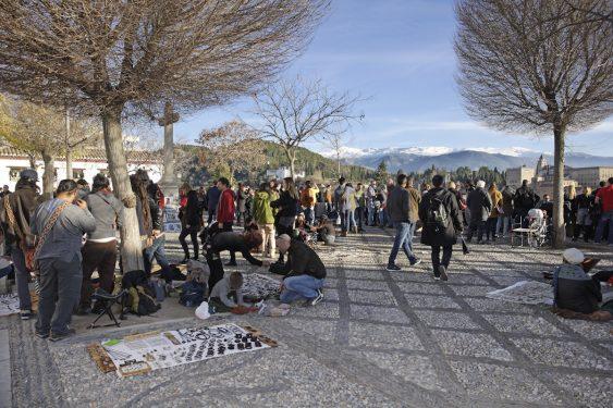 Plaza de San Nicolás y mirador hacia Sierra Nevada y la Alhambra.