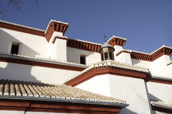 Iglesia de San Nicolás en la plaza y mirador del mismo nombre, en el barrio del Albaicín de Granada.