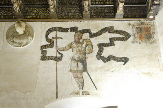 Frescos y tondo en una de las paredes de la Cuadra Dorada de la Casa de los Tiros.