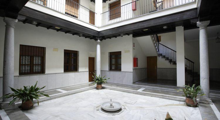 Patio interior de la que fue casa de Antonio Segura Mesa, profesor de música de Federico García Lorca.