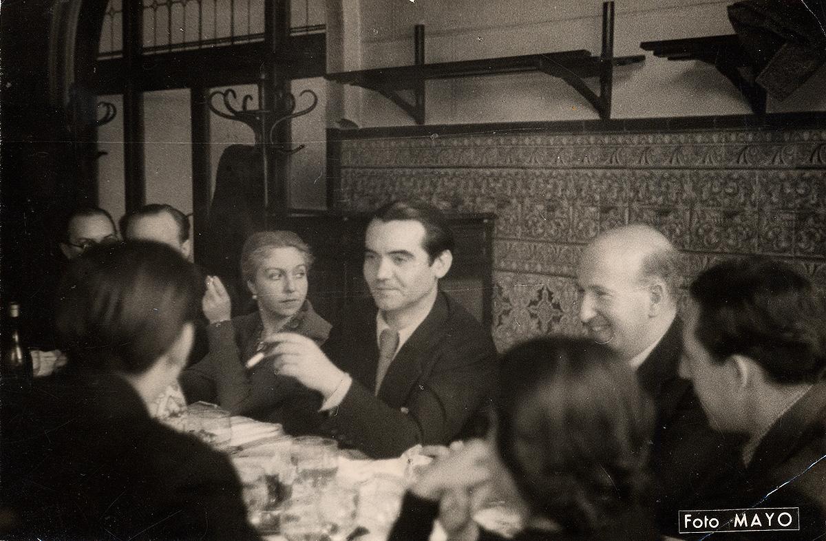 One of the last photos of Federico García Lorca, in 1936, with María Teresa León and Vicente Aleixandre.