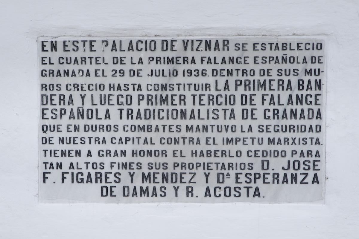 Placa colocada en el zaguán del Palacio del Cuzco.