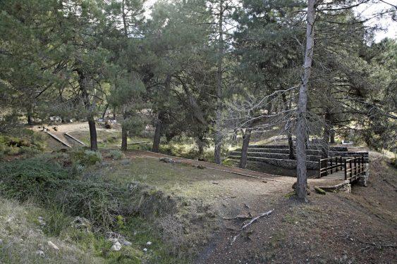 El barranco de Víznar se encuentra junto a la carretera que une Víznar y Alfacar, donde se han localizado fosas comunes de represeliados de Granada.