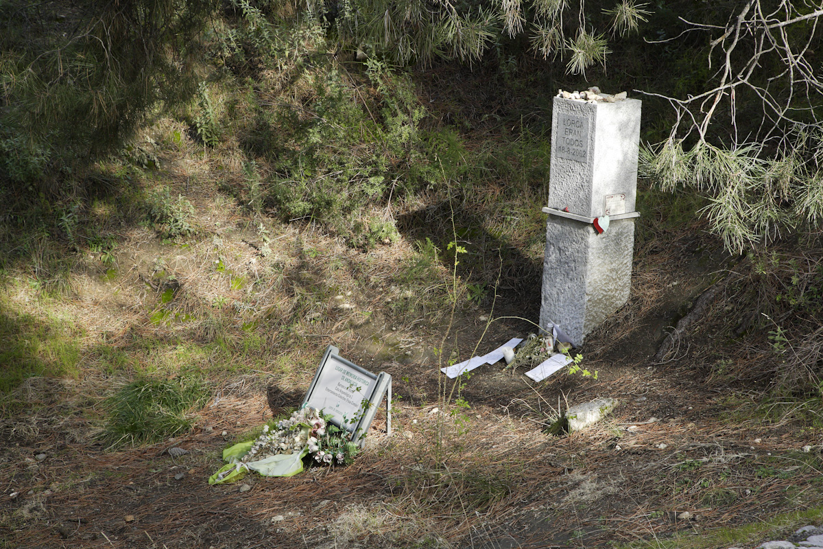 Víznar Ravine is located next to the road between Víznar and Alfacar, where mass graves of reprisals from Granada have been found.