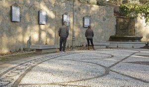 Fragmentos de poemas de García Lorca en el Parque Federico García Lorca, construido en Alfacar en 1986 en memoria del poeta y de las demás víctimas de la Guerra Civil.