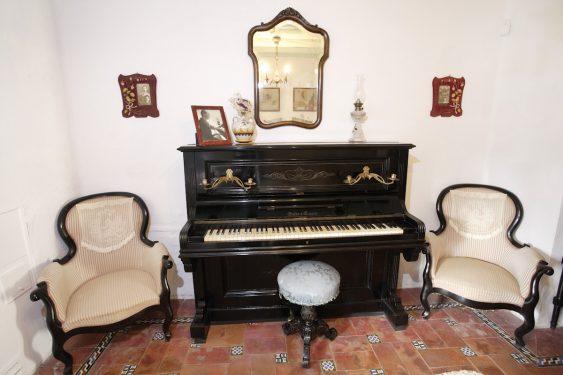 Museo Casa-Natal de Federico García Lorca en Fuente Vaqueros. Sala del piano de Lorca.