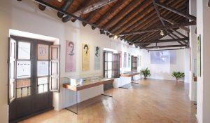 Museo Casa-Natal de Federico García Lorca en Fuente Vaqueros. Sala de exposición ubicada en la planta de arriba donde estaba antiguamente el granero.