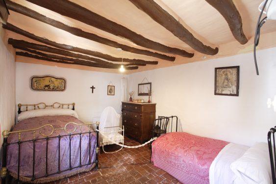 Dormitorio de la vivienda de los caseros de la familia de Federico García Lorca en Valderrubio.